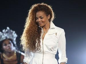 Janet Jackson adia novamente sua turnê e o motivo pode ser gravidez