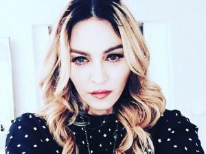 Madonna desembarca em Londres para ver Rocco depois de quatro meses