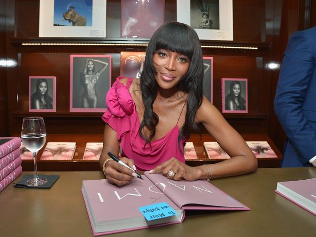 Naomi Campbell no lançamento de seu livro em Los Angeles