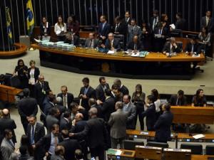 249 deputados vão discursar: 170 a favor e 79 contra impeachment