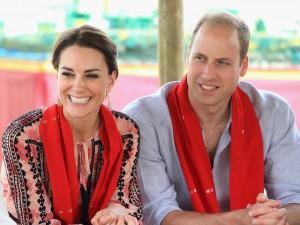d1444ef2e00 O dia da caça  Kate e William amamentam filhotes selvagens na Índia