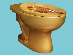 Artista italiano cria vaso sanitário de ouro 18 quilates. E você pode usar!