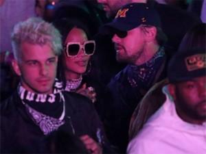 Rihanna e Leo DiCaprio em conversa ao pé de ouvido no Coachella