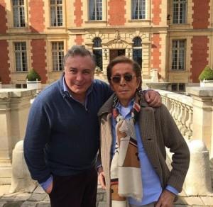 Sig Bergamin e Georgina Brandolini em almoço chez Valentino na França