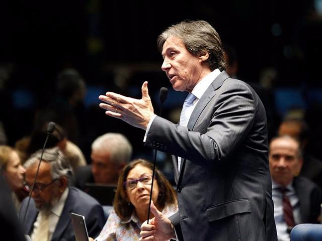 Eunício Oliveira, que foi ministro das Comunicações no governo Lula