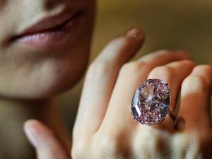 Conheça o diamante raro que será leiloado a partir de R$ 100 milhões