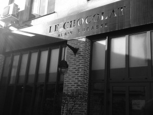 Por dentro da fábrica de chocolates de Alain Ducasse em Paris