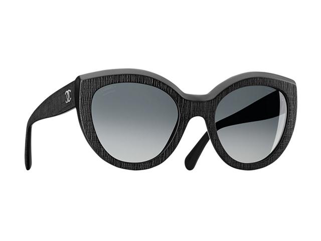 Desejo do Dia  óculos de sol Chanel com armação que remete ao tweed ... fd869708bd