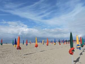 Praia que inspirou looks de Coco Chanel é destino de luxo do verão francês