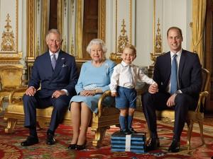 Elizabeth II, Charles, William e George: o selo real pelos 90 anos da rainha