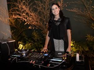 DJ Clara Ribeiro e a playlist para entrar no clima do Lado B do Glamurama