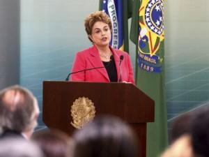 Dilma diz ver preconceito de gênero em impeachment