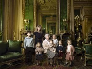 Alguém roubou a cena em retrato da família real feito por Annie Leibovitz