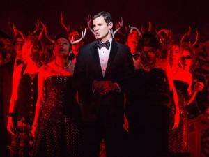 Musical da Broadway explora dupla personalidade na NY dos anos 80