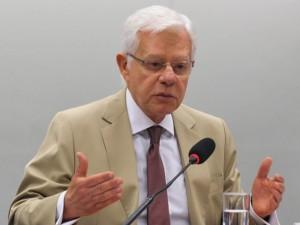 Braço direito de Temer dispara críticas a Dilma em rede social