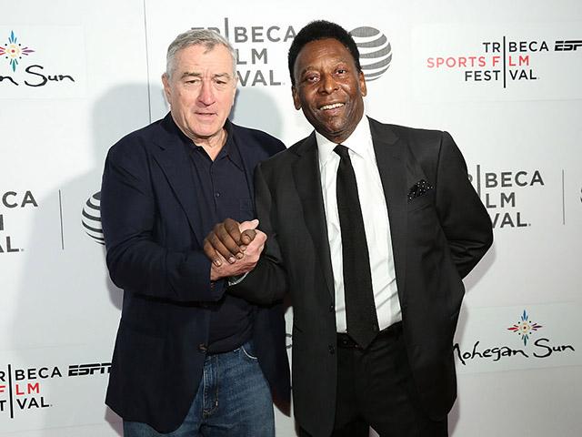 Pelé no Festiva de Cinema de Tribeca ao lado de Robert De Niro, cofundador do festival