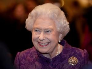 Quer cuidar das redes sociais da rainha Elizabeth? Buckingham abriu vaga