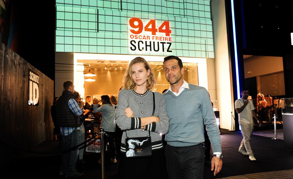 ebe6e454647 Schutz lança coleção nos Jardins com customização de handbags ...