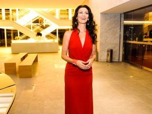 Maria Fernanda Cândido comemora aniversário mergulhada em cultura