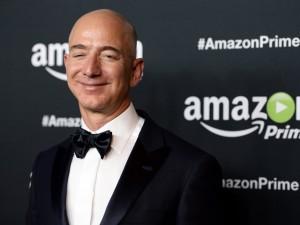 Jeff Bezos deixa de ganhar milhões, mas não tem do que reclamar