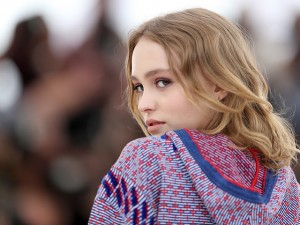 Aos 16 anos, filha de Johnny Depp é o rosto de novo perfume da Chanel