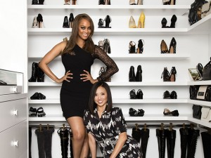 Closet de Tyra Banks com sapatos do chão ao teto é assinado por expert