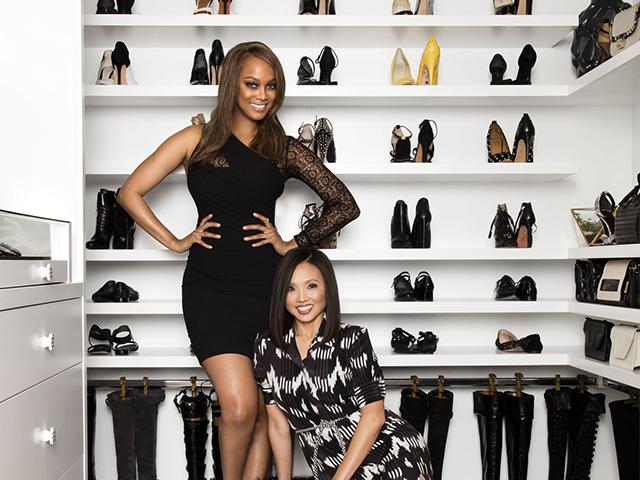 Lisa Adams e Tyra Banks no seu closet dos sonhos || Créditos: Divulgação