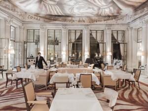 Le Dalí, restaurante do Le Meurice, ganha repaginada de Philippe Starck