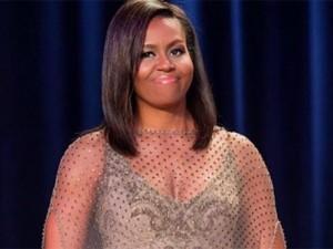 Michelle Obama ousa com transparência Givenchy Couture em jantar