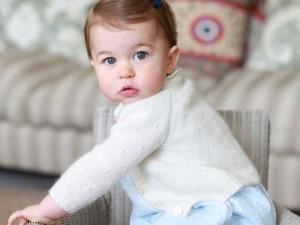 Os cliques da princesa Charlotte na véspera de seu primeiro aniversário