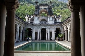 Parque Lage recebe festa fervida após desfile da Louis Vuitton no Rio