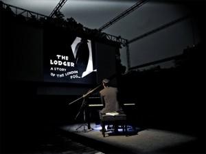 Projeto mistura cinema dos anos 20 com músicas ao vivo e no piano