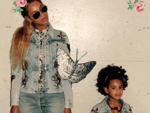 Beyoncé e Blue Ivy vestem looks iguais por Alessandro Michele