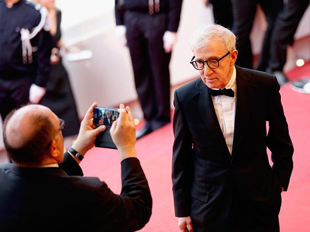 Woody Allen no red carpet do filme Cafe Society em Cannes