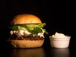 No Dia do Hambúrguer, um roteiro para sair do clássico pão, carne e queijo