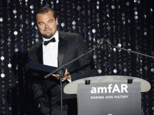No gala do amfAR, DiCaprio leiloa uma semana de férias em sua casa