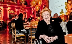 APAE comemora os 90 anos de Jô Clemente com jantar beneficente em SP