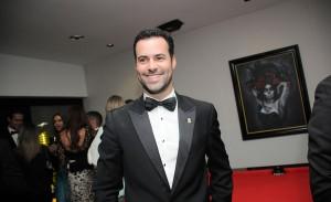 Eduardo Scarpa recebe amigos em festa black-tie para comemorar aniversário