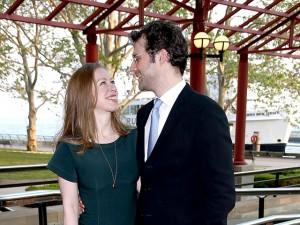 Via Twitter, Chelsea Clinton anuncia nascimento do segundo filho