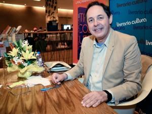 Poderosos se reúnem para lançamento do livro de Eduardo Giannetti