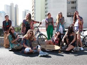 Adriana Barra arma farra fashion em pleno Minhocão de São Paulo
