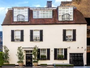 Propriedade apelidada de a Casa Branca de Londres está à venda!