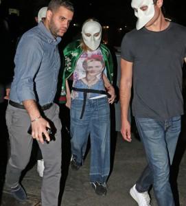 Feitas as pazes, Madonna e Rocco vão juntos ao teatro em Manhattan