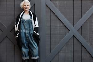 Aos 68 anos, Maye Musk estrela campanha de Outono da marca James Perse