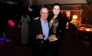 Bel Pimenta Camargo Lati comemora 50 anos em festa rodeada de amigos; aos cliques