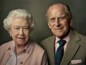 Palácio de Buckingham divulga retrato da rainha Elizabeth II e príncipe Philip