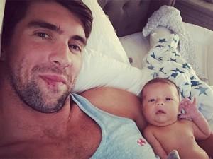 Pai coruja, Michael Phelps não se cansa de postar fotos de seu primeiro filho