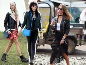 """Confira os looks """"sobre a lama"""" das fashionistas no Festival de Glastonbury"""