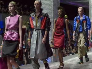 Miuccia Prada se inspira no lifestyle de jovens viajantes para coleção Resort 2017