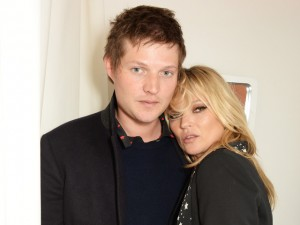 Kate Moss está de volta às boas com Nikolai von Bismarck